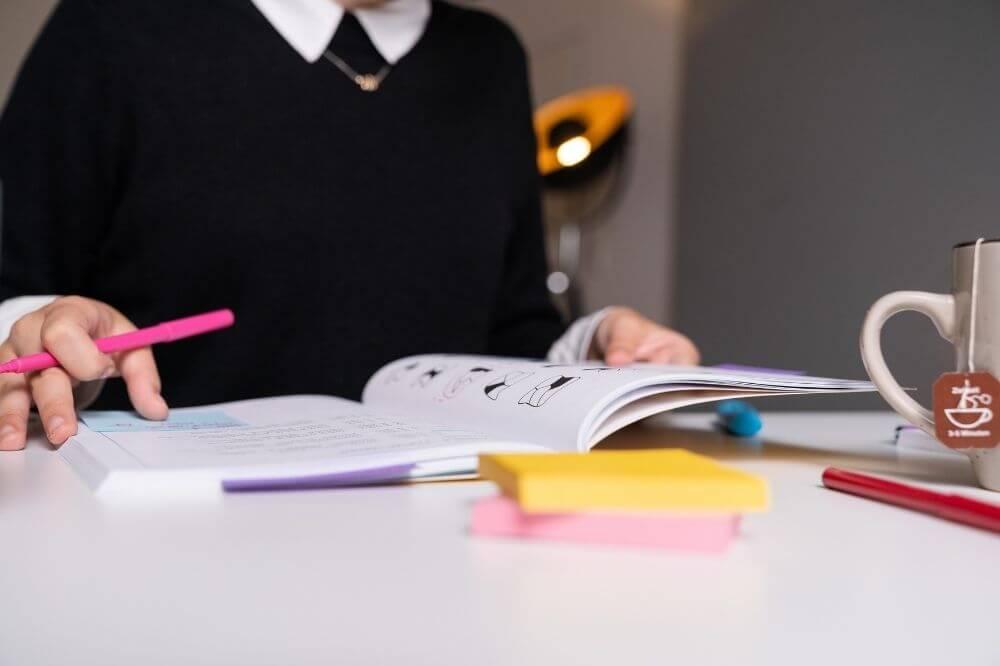 Mit dem MedGurus Bücherkompendium kannst Du Dich selbstständig, gezielt und strukturiert auf den TMS vorbereiten.