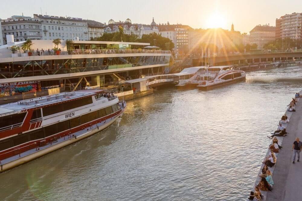 ... bietet sich ein kühles Getränk und ein toller Sonnenuntergang am Donaukanal an. © Max Haidacher Photography