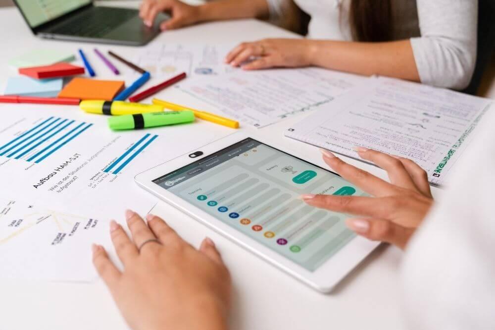 Unser MedAT E-Learning unterstützt Dich unterwegs bei Deiner Testvorbereitung!